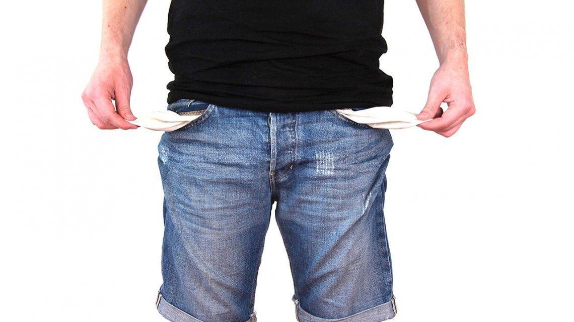 Por la crisis, crece el endeudamiento familiar y retrocede la financiación comercial, según un estudio privado