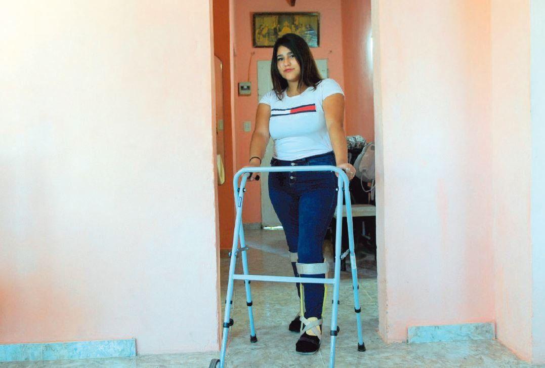 Milagro: tiene 15 años y volvió a caminar tras haber quedado parapléjica hace dos