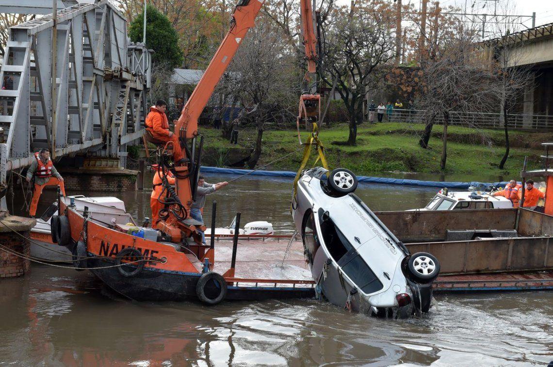 El trágico Puente Bosch: hace dos años un auto cayó al Riachuelo y murieron sus dos ocupantes