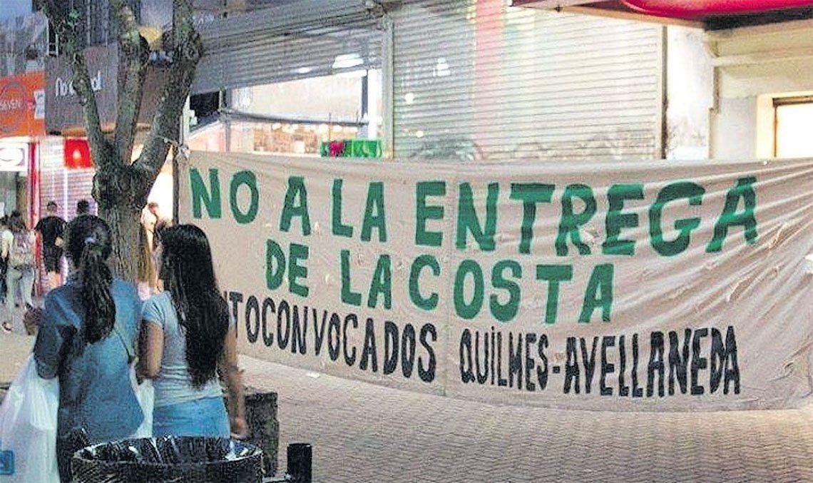 Avellaneda y Quilmes: caminata de repudio a rellenos de humedales de la ribera