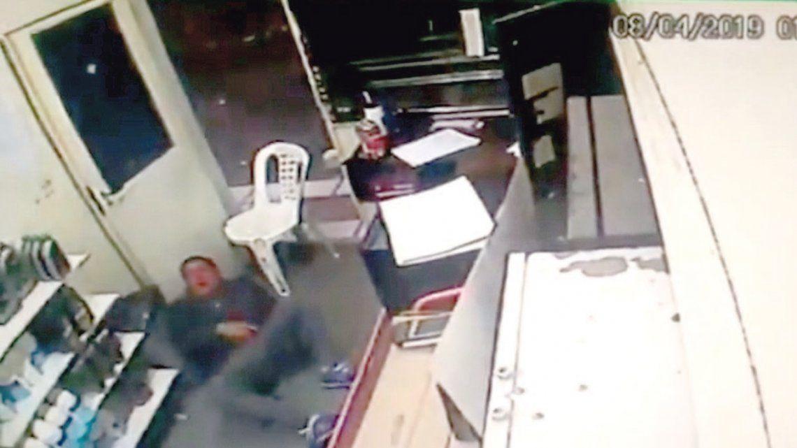 Policía mató a un delincuente y resultó herido de gravedad