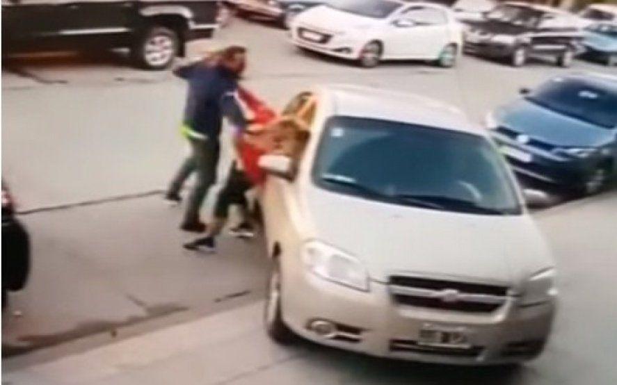 Mar del Plata: golpeó a su ex pareja en la calle con su hija de 3 años en brazos