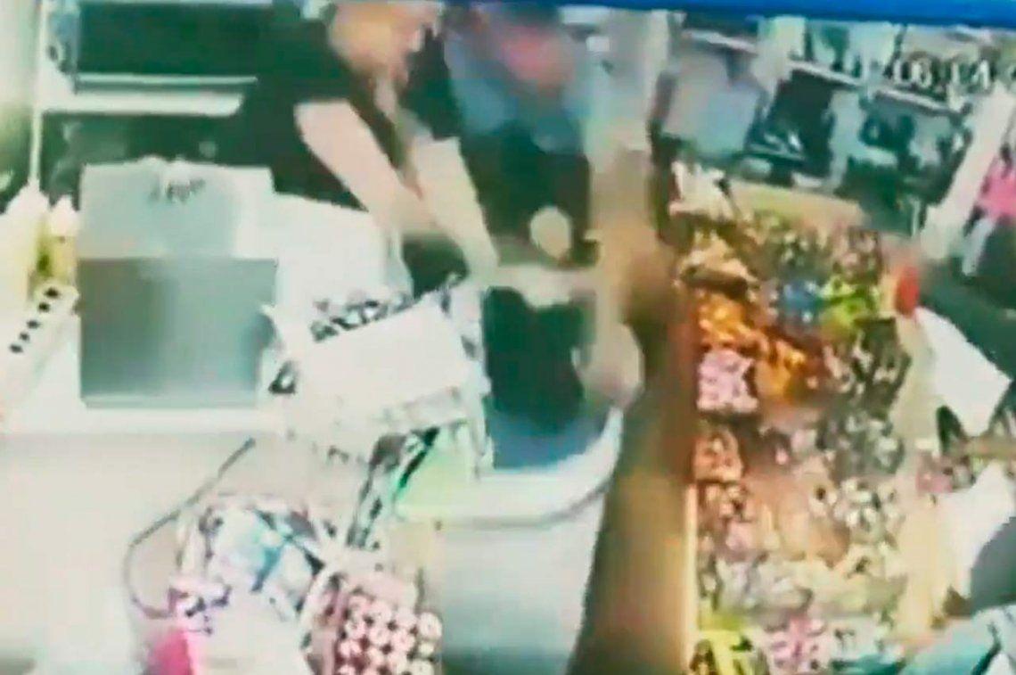La Tablada: kiosquera se defendió de un robo a cuchillazos