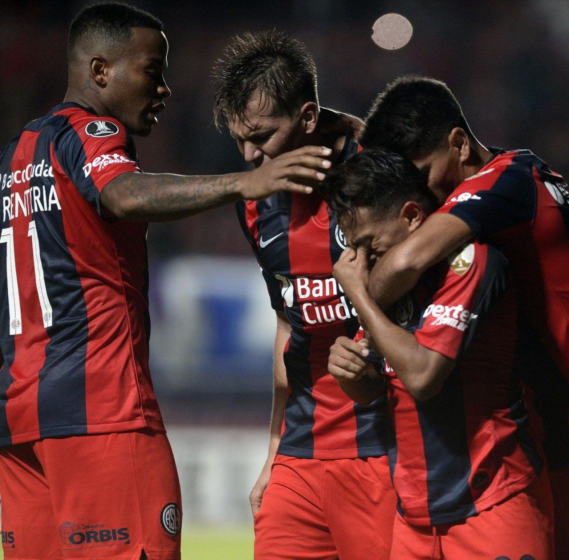 San Lorenzo – Melgar: el pibe Barrios no pudo contener la emoción después de su gol