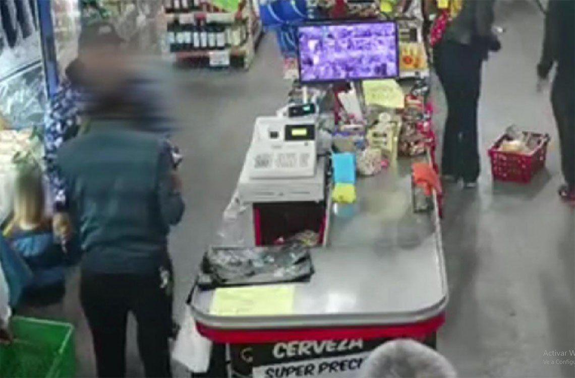 Quilmes: fue a robar cervezas con su hijo de 5 años y le dieron una paliza