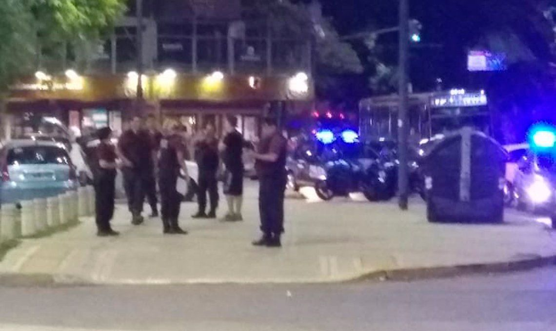 Hinchas de Boca y Vélez se enfrentaron a piedrazos y tiros