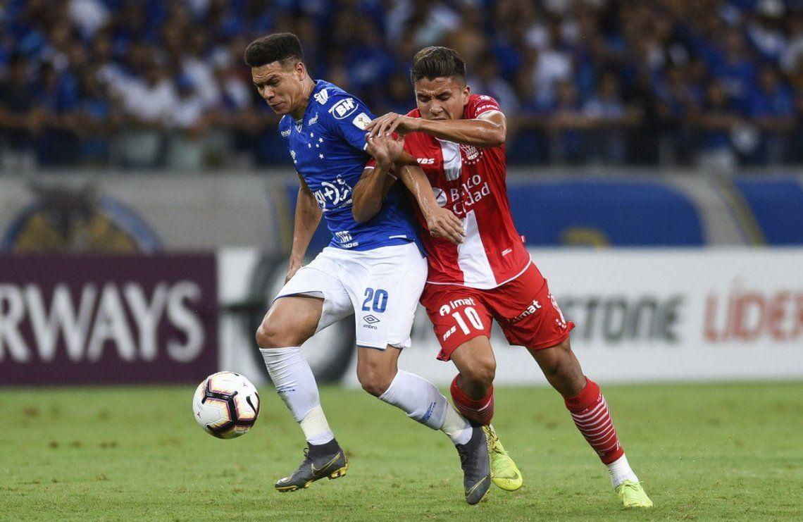 Al borde de la eliminación: Huracán fue arrollado por Cruzeiro