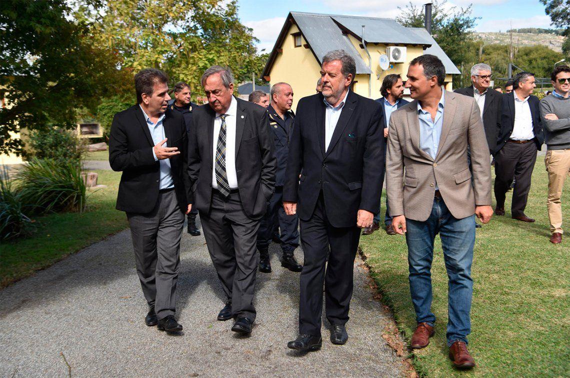 Ritondo inauguró nuevo complejo de cabañas para los policías en Tandil
