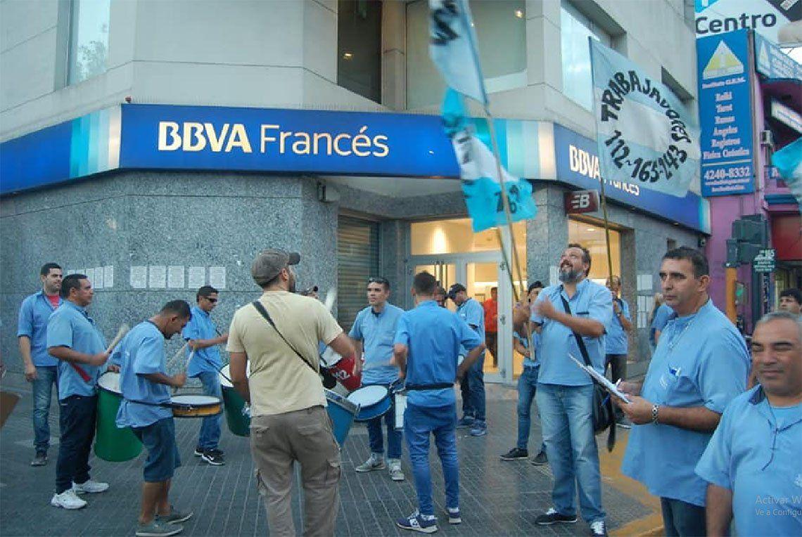 Lanús: juntan dos mil firmas para el regreso de líneas 112 y 165