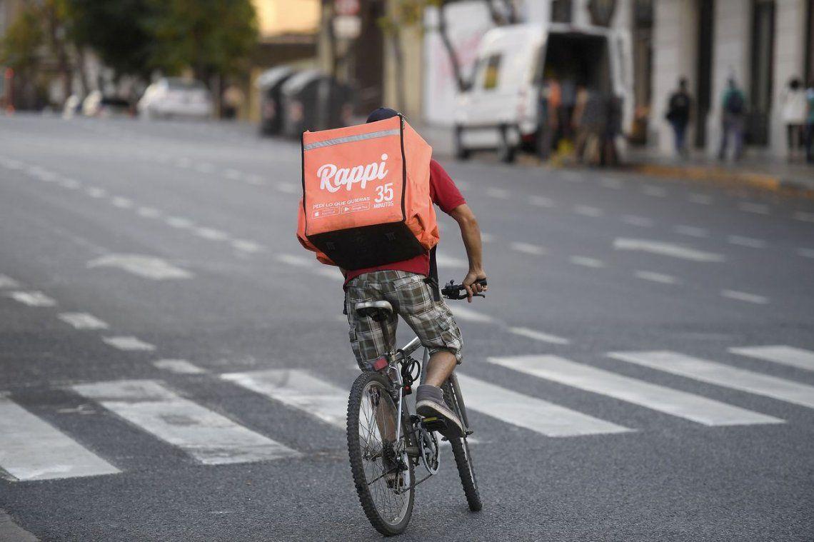 Un ciclista de Quilmes, que hacía repartos para la empresa Rappi, murió atropellado por un camión en Retiro