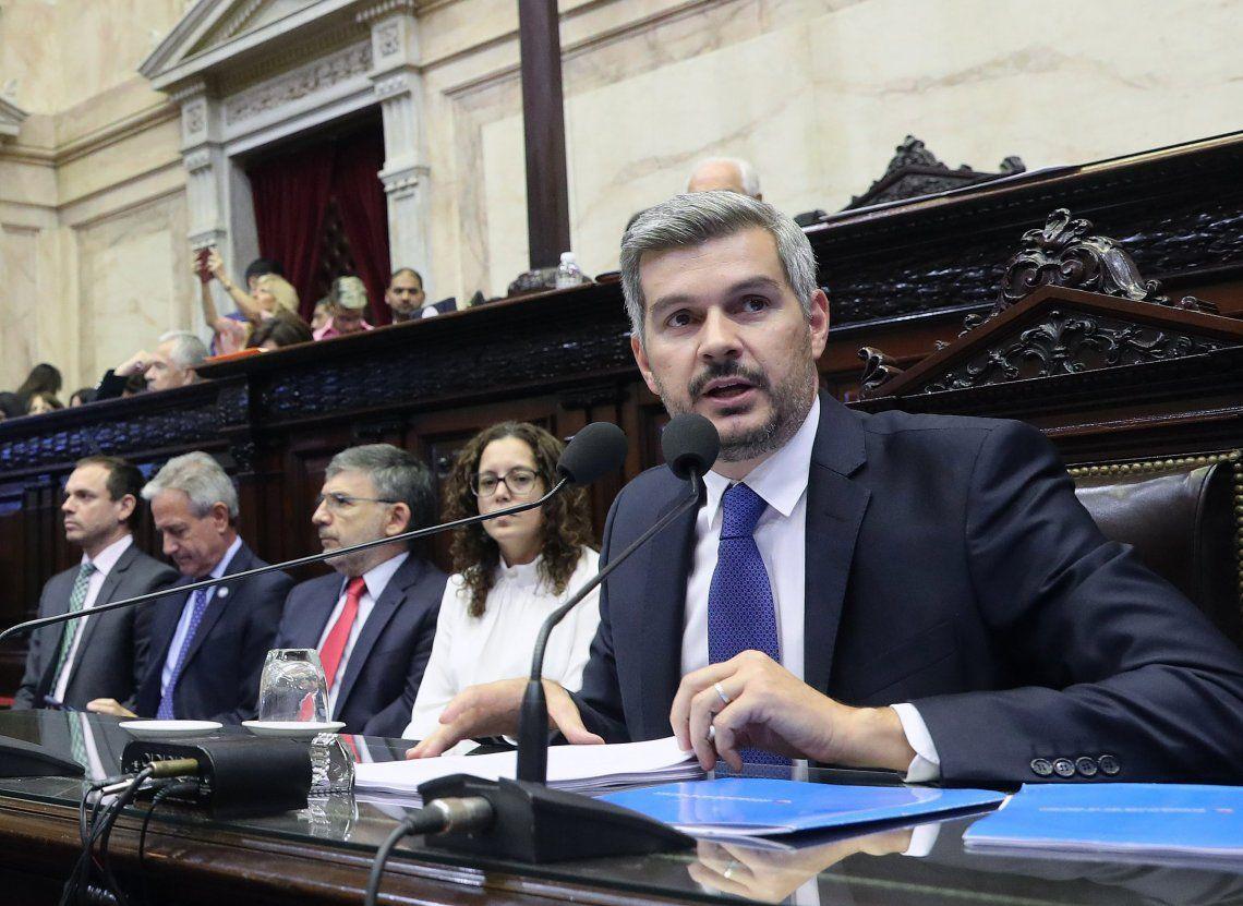 Con encuestas adversas en mano, Peña se calzó el traje de campaña