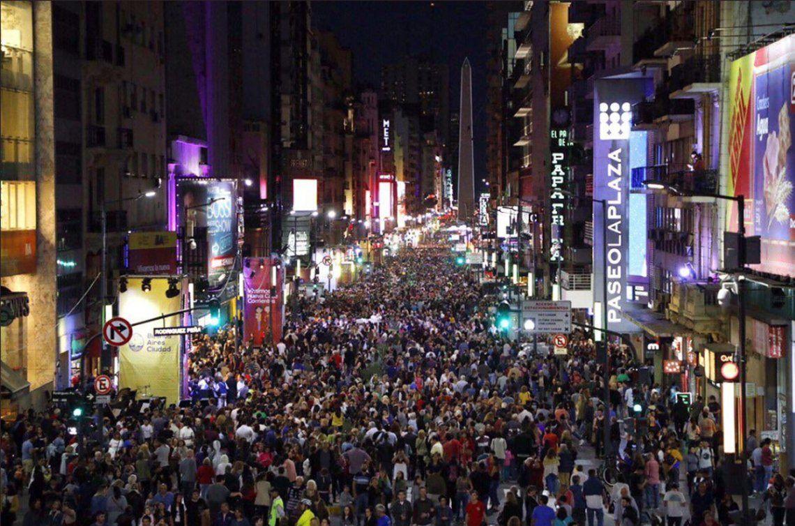 La Avenida Corrientes ya es peatonal de noche