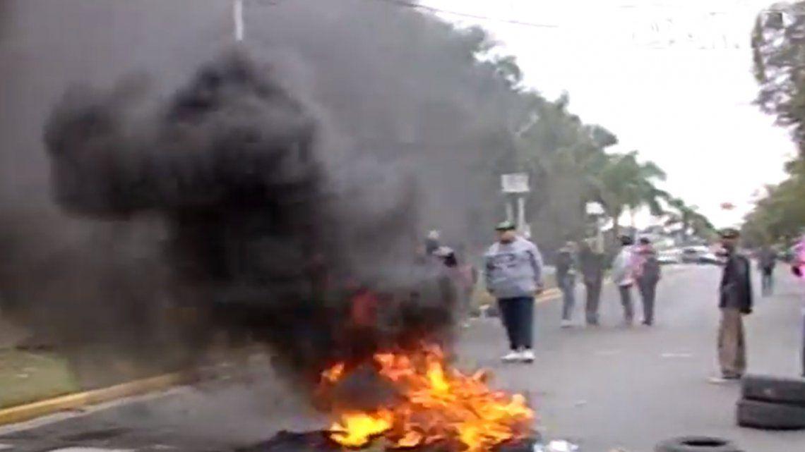 Tensión y protesta frente a la fiscalía que investiga el femicidio de Mónica Cruz