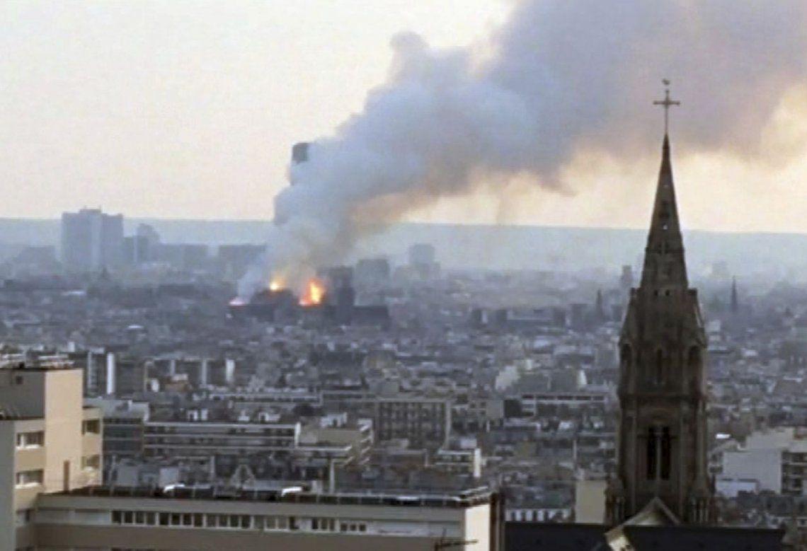 Notre Dame, el emblema de París, en llamas