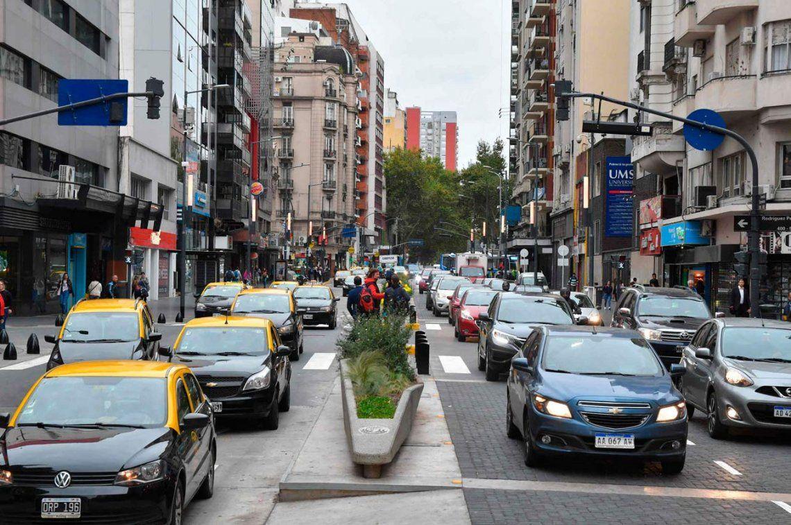 Habilitaron el tránsito en la avenida Corrientes, ahora con carriles preferenciales