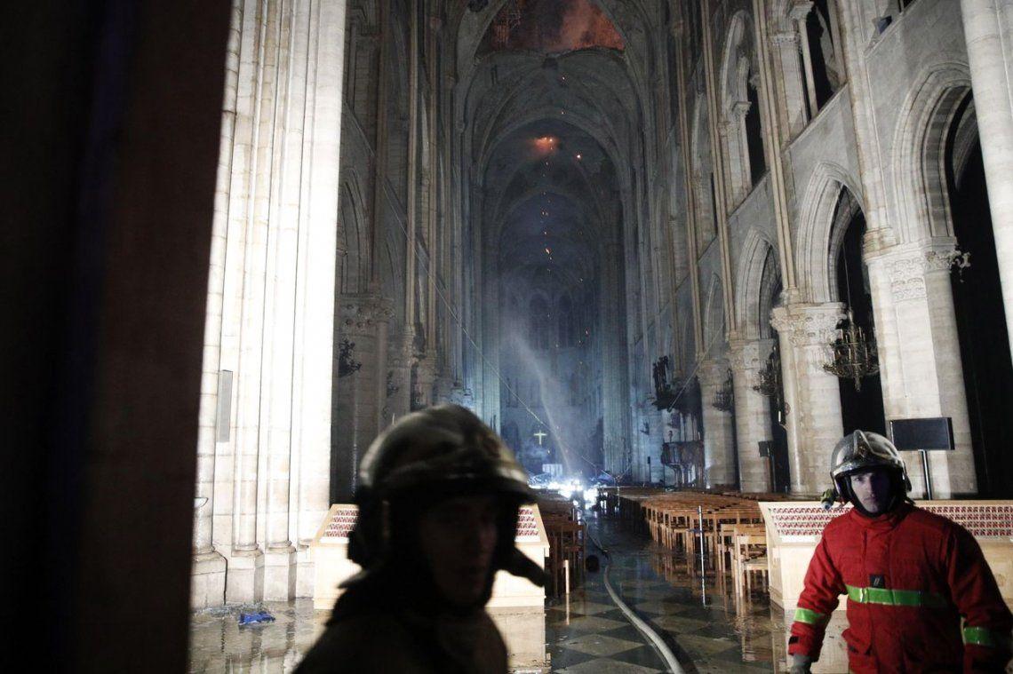 Notre Dame: las impactantes fotos del interior, tras ser devastada por el fuego