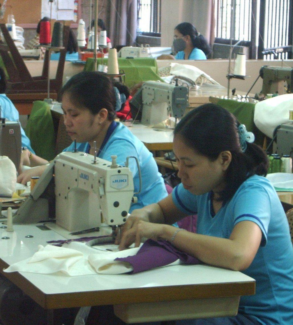 La moda que se impone: vestirse con trabajo digno