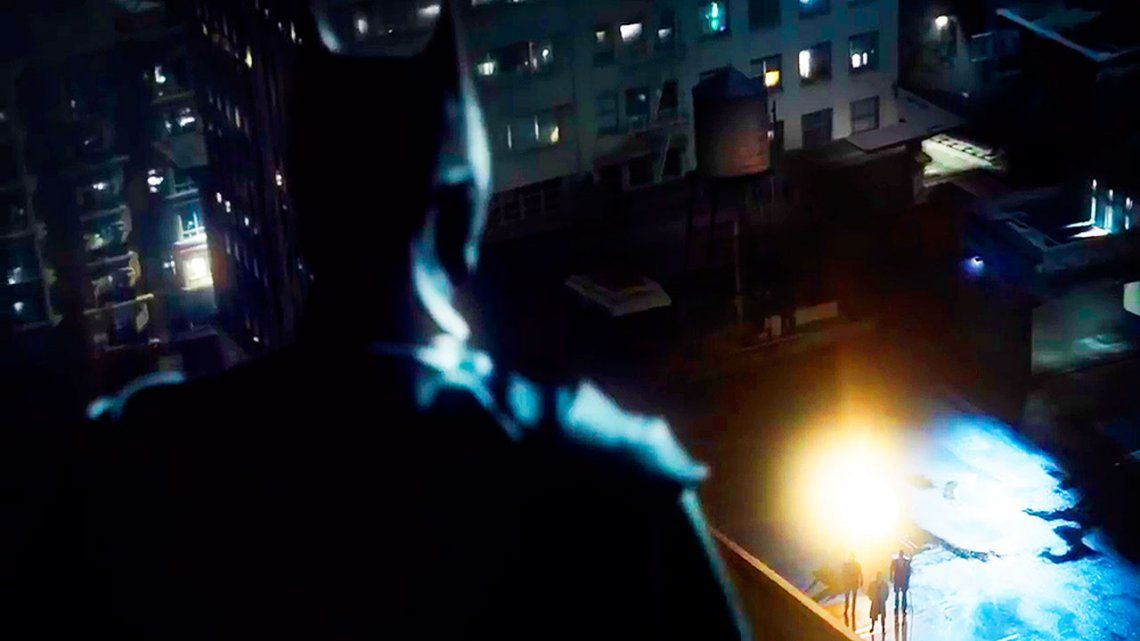 Bruce Wayne se convierte en Batman en el trailer del último episodio de Gotham