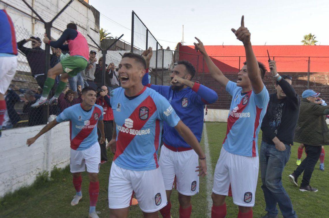 Sarmiento y Arsenal jugarán el desempate por el ascenso a la Superliga