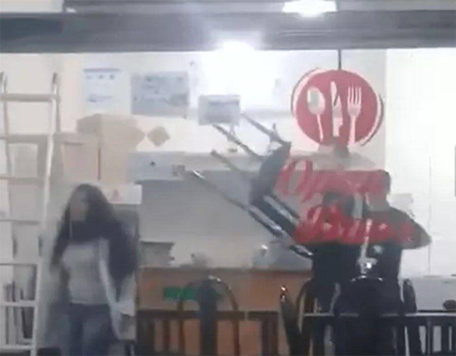 Berazategui: una joven apuñaló a su ex novio en una rotisería