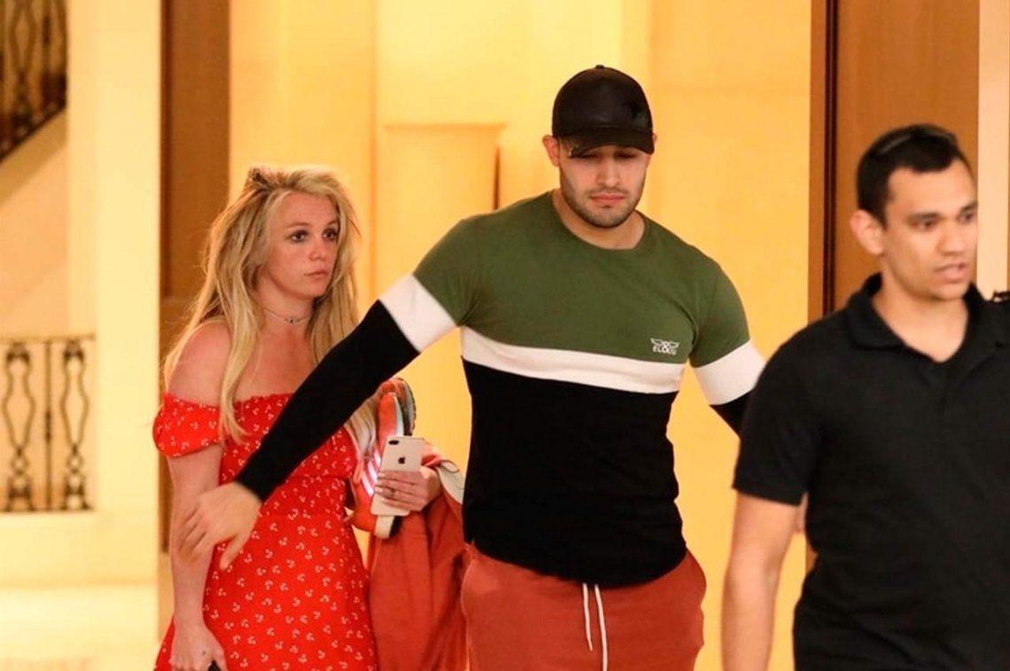 Britney Spears salió de la clínica psiquiátrica donde está internada y fue captada por paparazzis