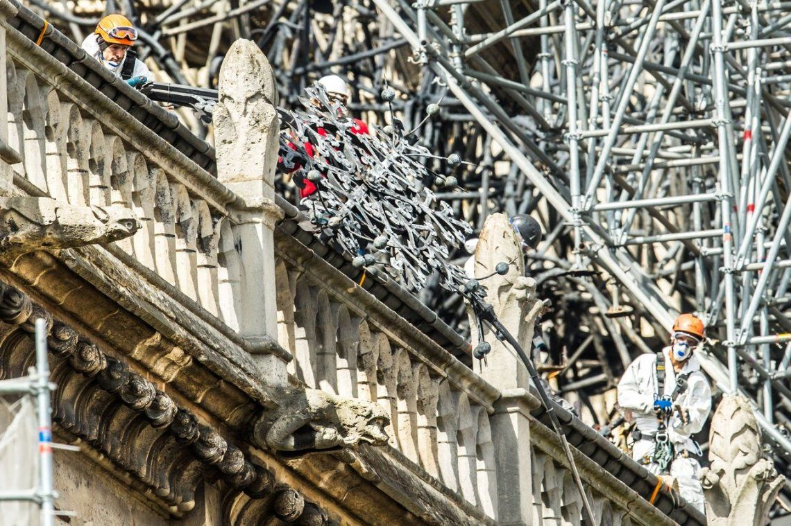 En fotos: comenzaron los trabajos de reconstrucción de la Catedral de Notre Dame