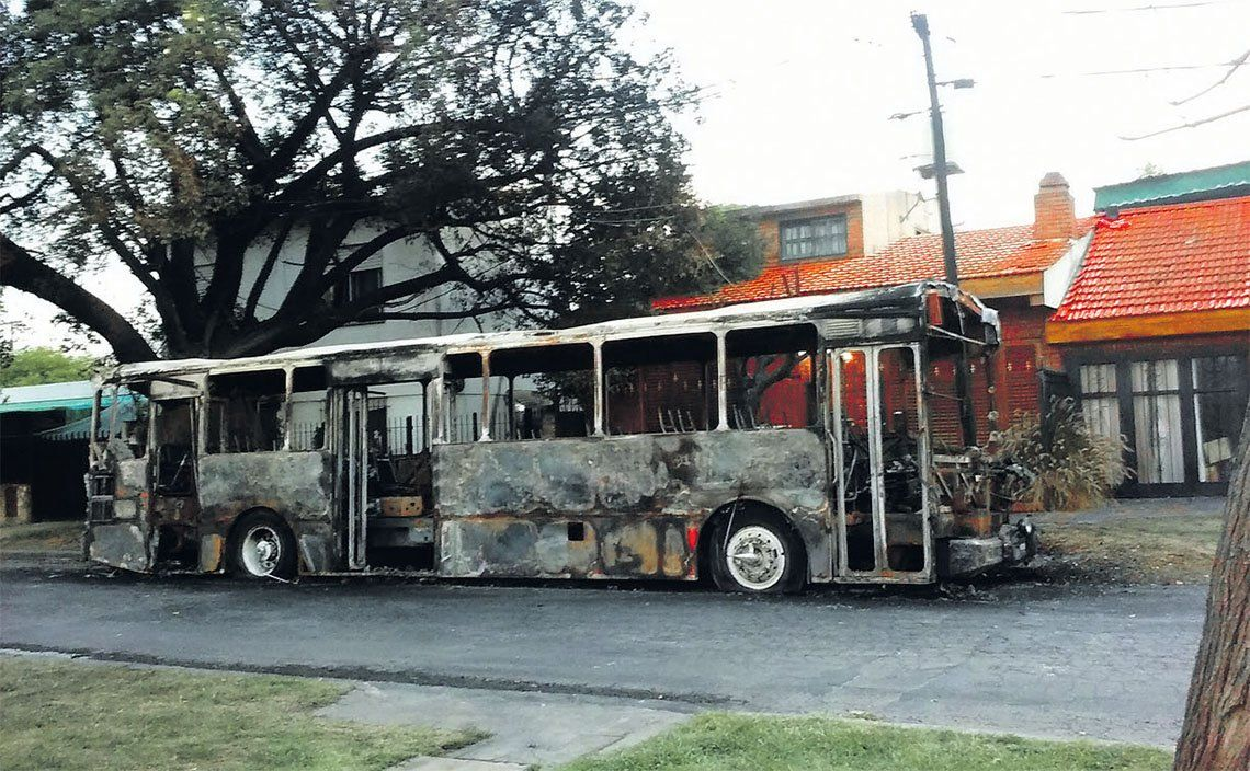 Ramos Mejía: preocupación por los reiterados ataques incendiarios