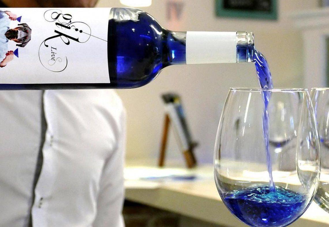 Al vino innovador se lo conoce por su color ¡azul!