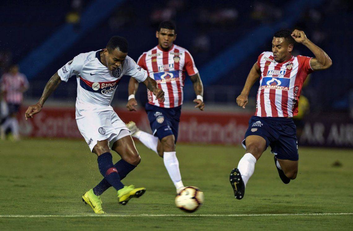San Lorenzo cayó ante Junior en Barranquilla y se clasificó gracias a la victoria de Palmeiras