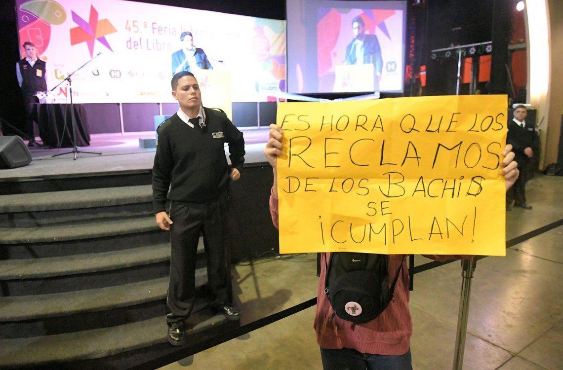 Pablo Avelluto brindó un discurso opacado por una protesta durante la inauguración de la Feria del Libro de Buenos Aires