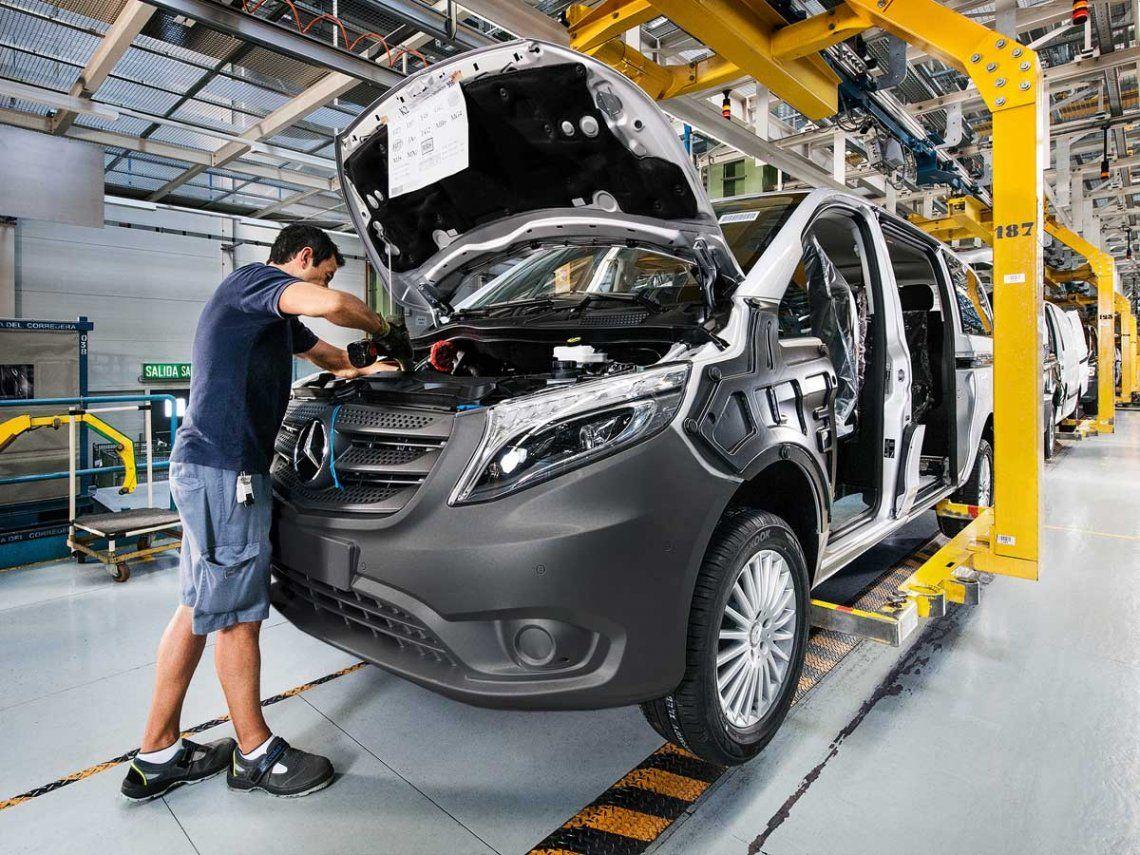 Mercedes Benz suspendió una inversión de US$600 millones y canceló la fabricación de su nueva pick-up Clase X en la Argentian