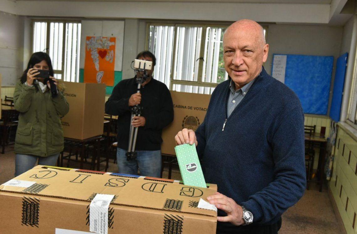 Santa Fe: el socialista Bonfatti se impuso en las PASO pero el peronismo sacó la mayoría de los votos