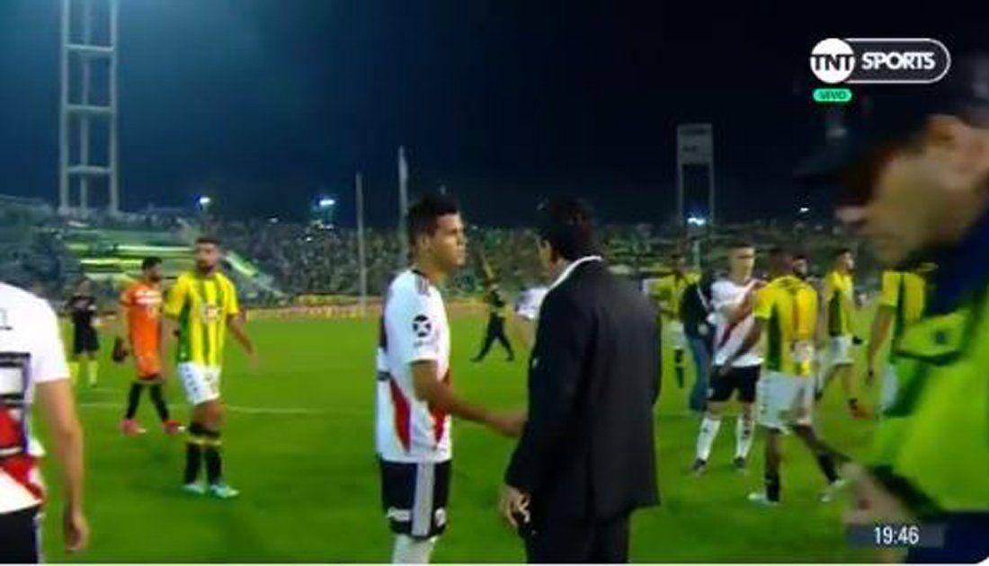 Gallardo se enojó con Ferreira y lo retó en público: luego dijo que no vio que le había dado la mano