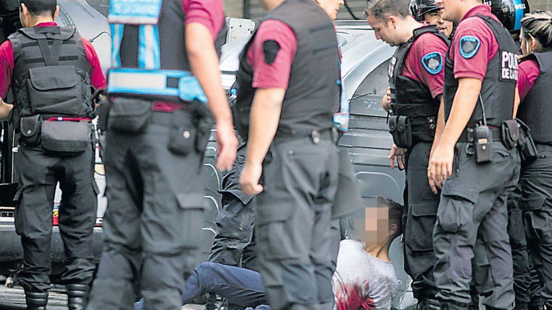 Dos hombres a juicio por un asalto a joyería y tiroteo