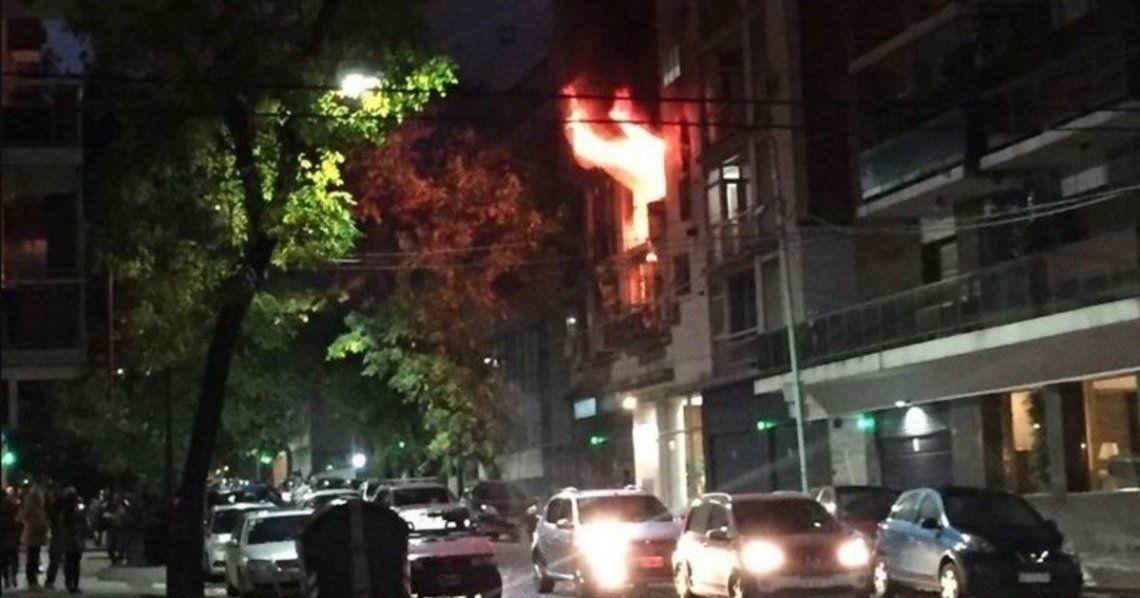 Incendio en un edificio de Belgrano: un muerto y vecinos atrapados