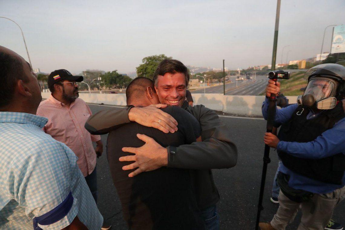 Liberaron a López y Guaidó llamó a terminar la usurpación de Maduro