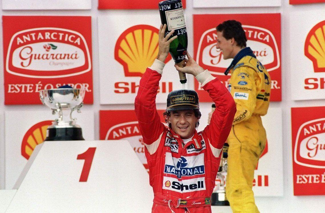 1993 | Celebrando su victoria en el Gran Premio de Brasil
