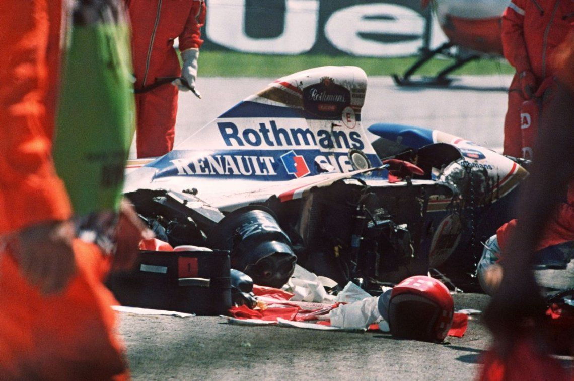 1994 | El auto accidentado de Ayrton Senna en la pista de Imola