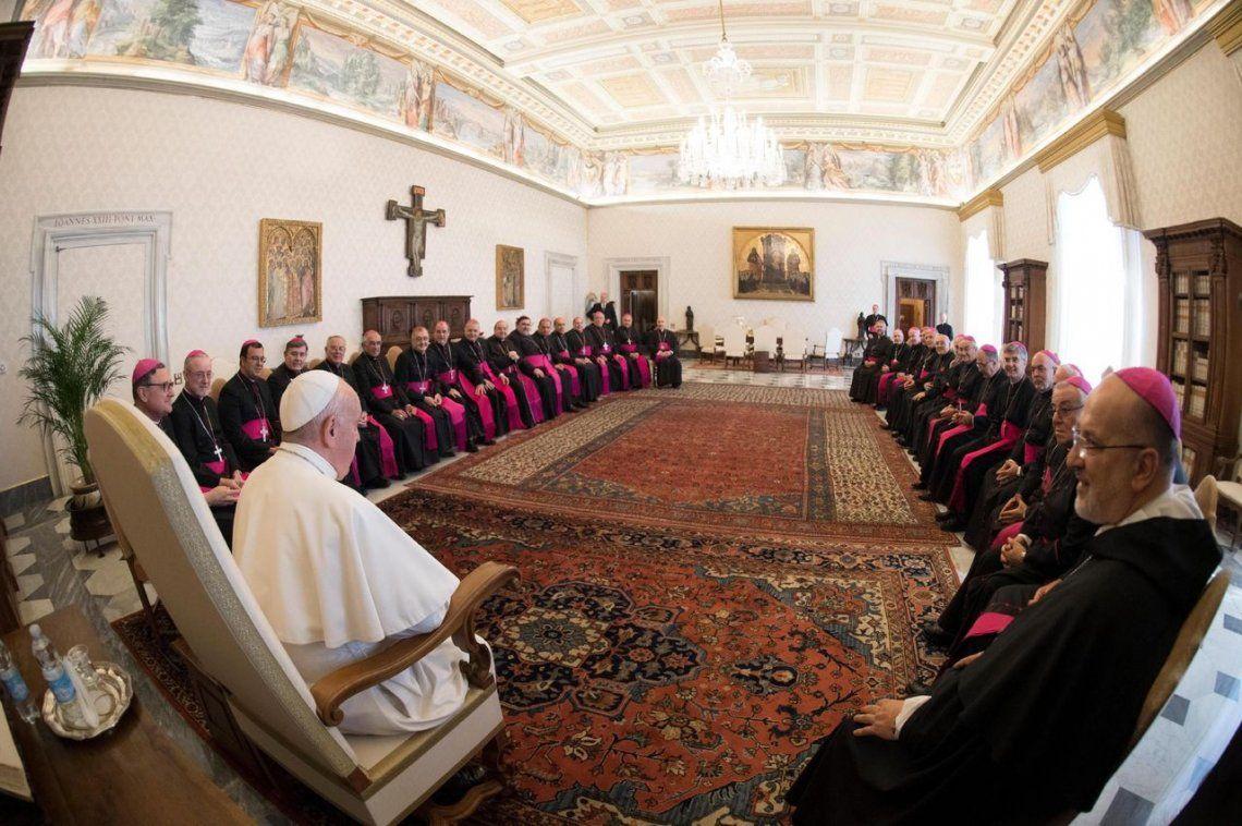 Visita al país y pedidos de unión: la reunión del Papa Francisco con obispos argentinos