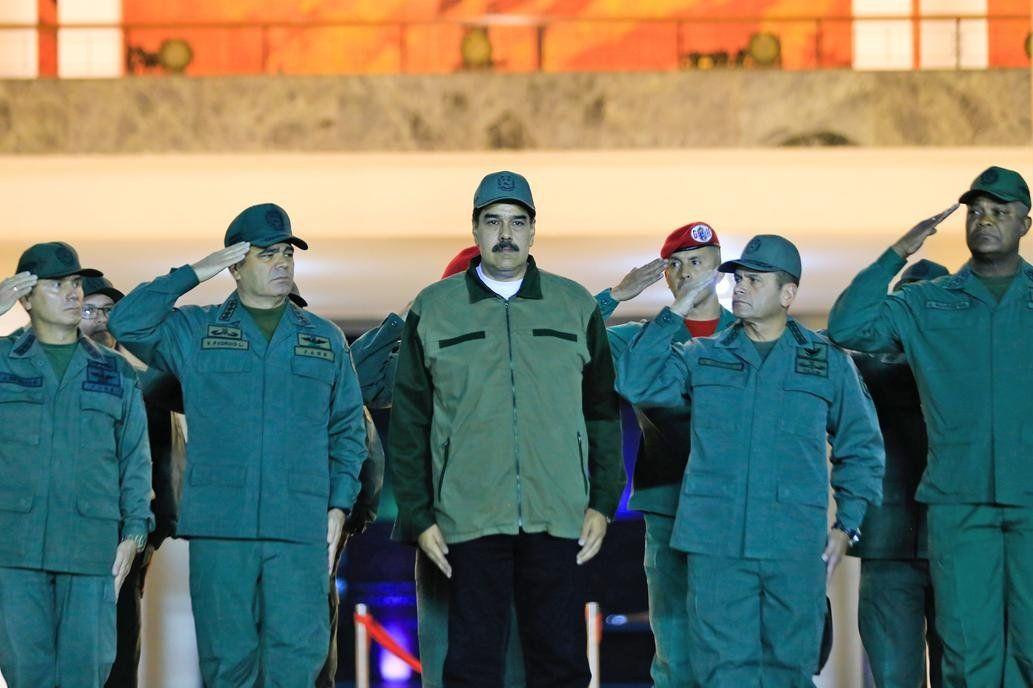 Crisis en Venezuela: Maduro marchó con las fuerzas armadas y pidió lealtad