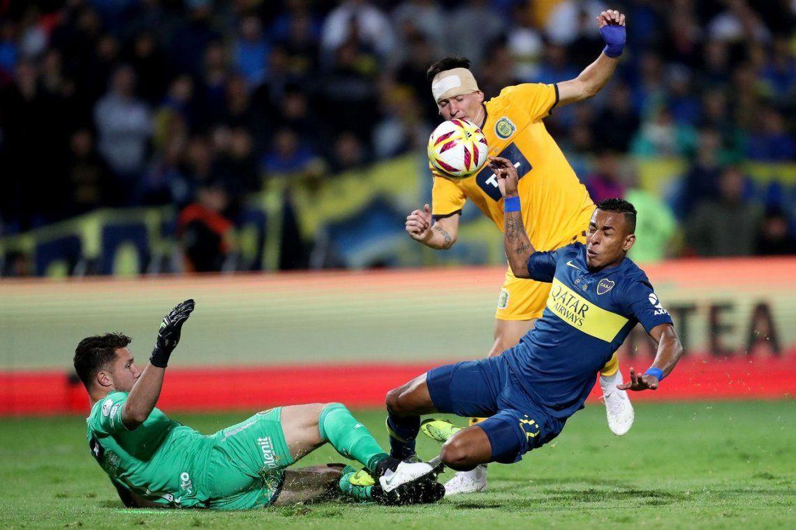 ¿Fue gol? La pelota de la polémica entre Boca y Rosario Central por la Supercopa