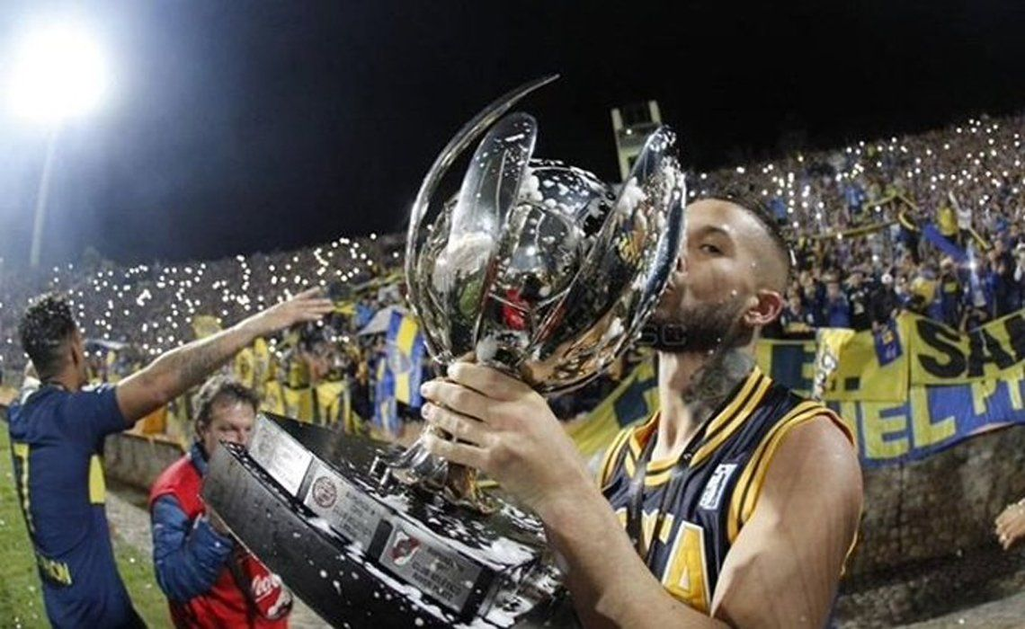 Pipa Benedetto y un mensaje picante para River en el medio de los festejos del título de la Supercopa Argentina