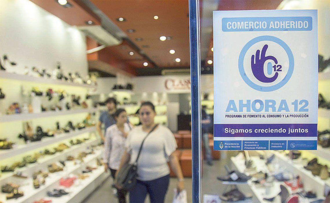 El Gobierno relanza el programa Ahora 12 para incentivar el consumo