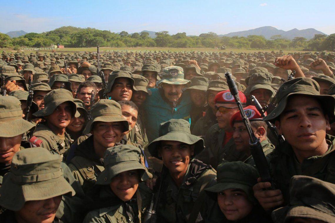 Maduro llama a militares a estar listos para defender a Venezuela de un ataque de Estados Unidos