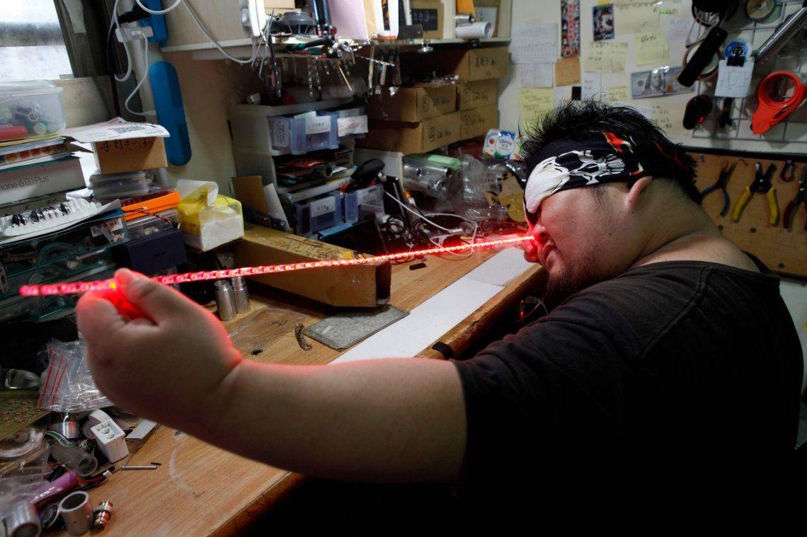 #StarWarsDay: fanáticos de La Guerra de las Galaxias fabrican sus propias espadas láser