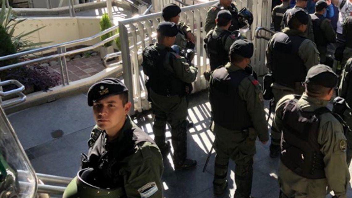 Gendarmería allanó el sindicato de Camioneros