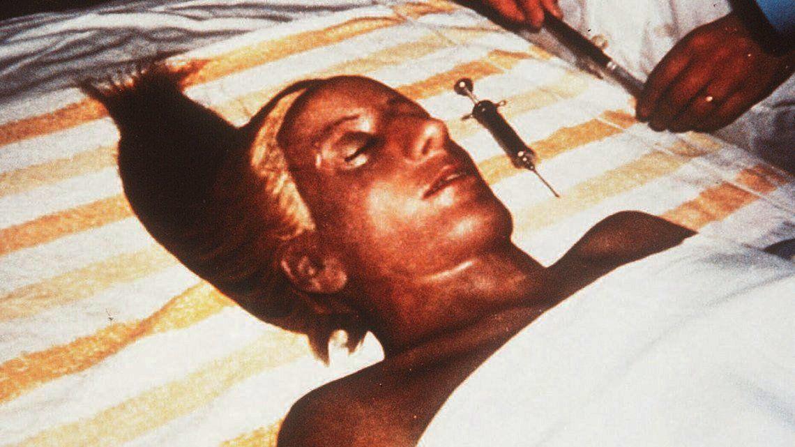El secuestro de su cuerpo con el sello de los militares