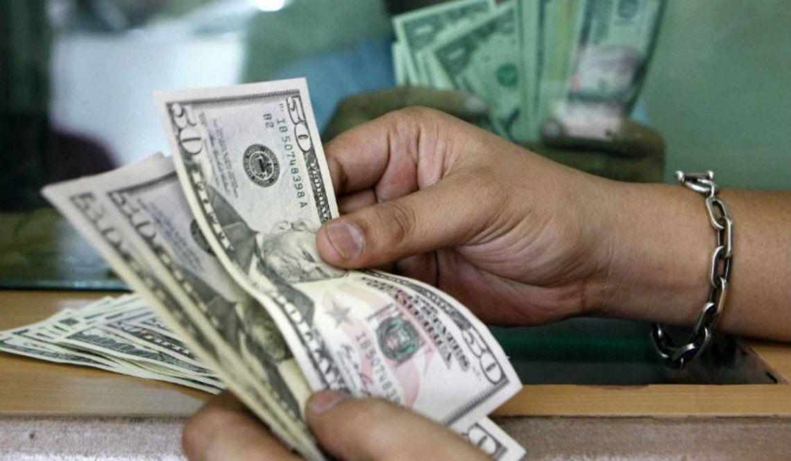 El dólar arrancó la semana con una leve alza