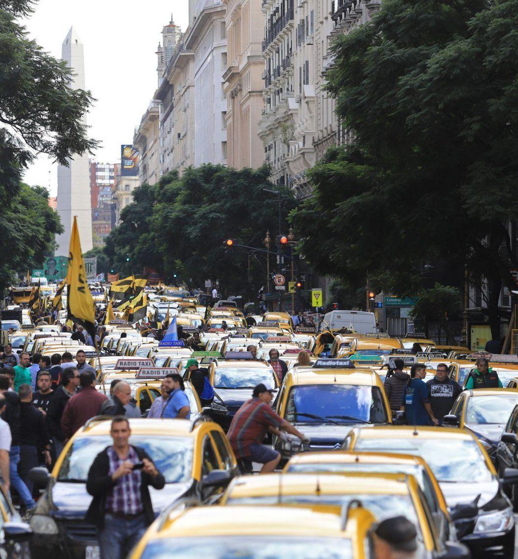 Taxistas marcharon en apoyo a una ley para la compra de autos 0 km