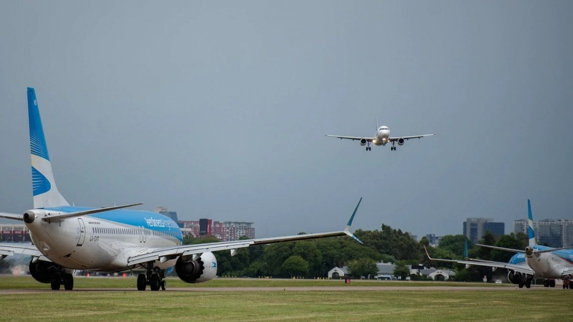 Los aeronáuticos se reúnen con el Gobierno aunque habrá paro de dos días